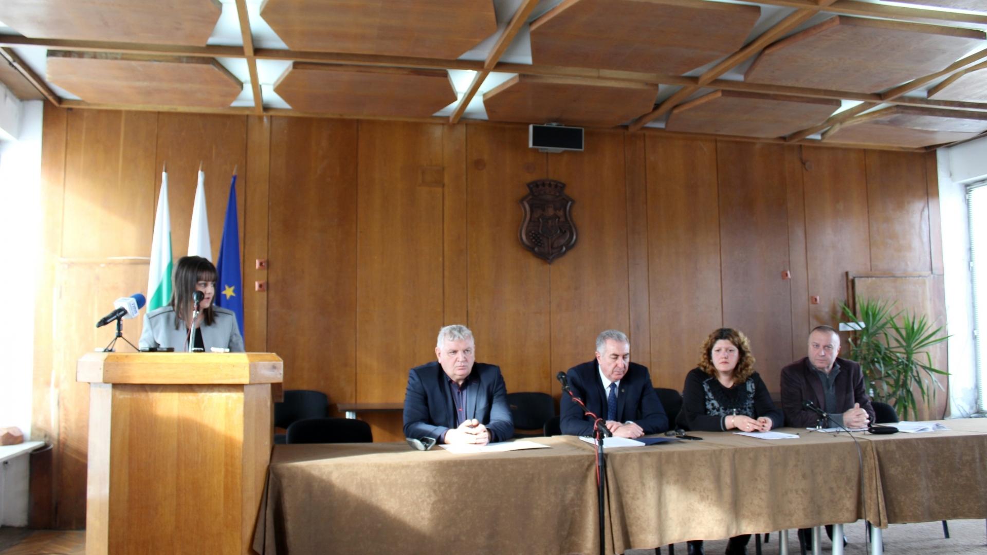 Областният управител Албена Георгиева присъства на обществено обсъждане на бюджета на община Видин за 2019 г.