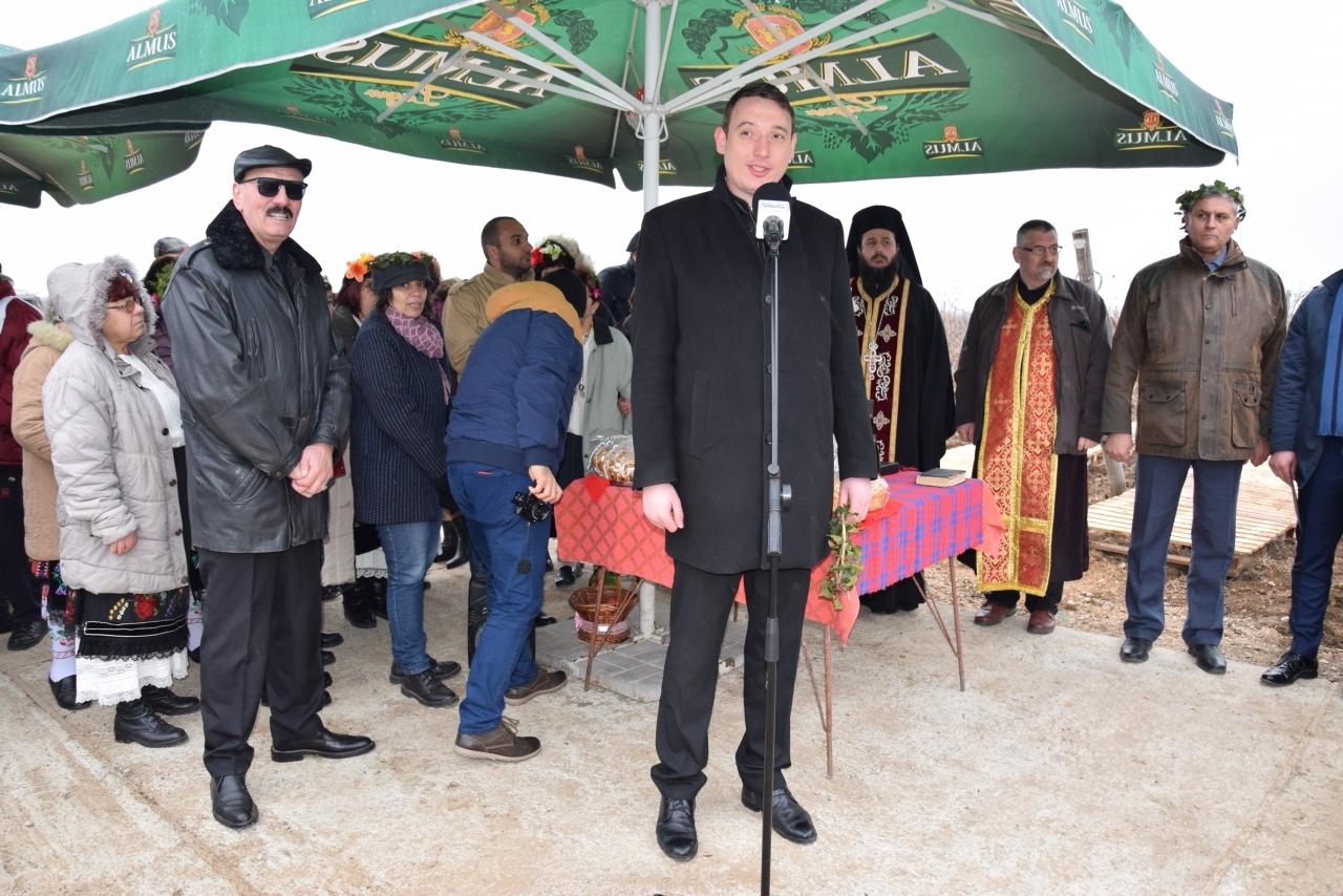 Заместник областният управител Лъчезар Попиванов се включи в ритуал по зарязване на лозята
